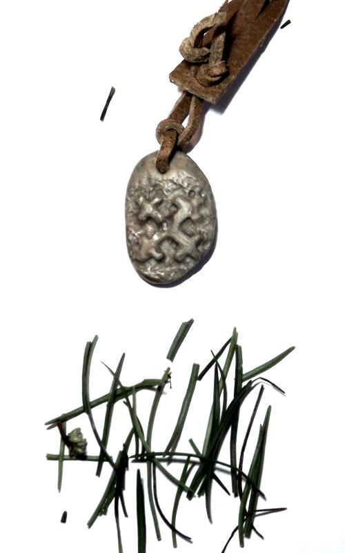 atslēgu piekariņš ar akmeni