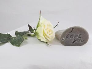Kāzu dekorācijas -gravējumi akmenī.